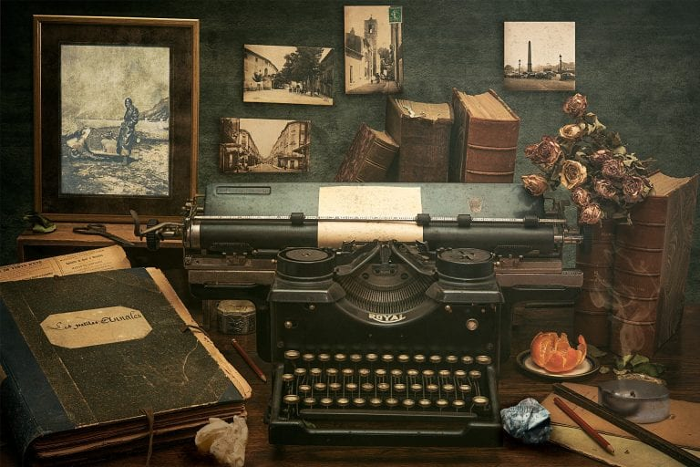 אמא שלי למדה כתיבה עיוורת, כי כל בחורה צריכה מקצוע. היא כתבה בעיקר את המכתבים העסקיים של אבא שלי, ולמרות ההבדל בכתיבה בין מכונת כתיבה למחשב נראה שהחיים לא באמת השתנו מקצה לקצה