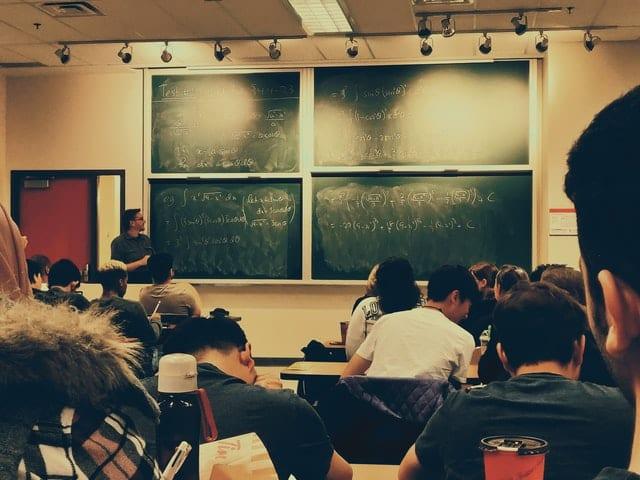 תלמידים בשיעור